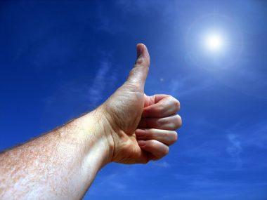 אצבע מושטת לשמיים